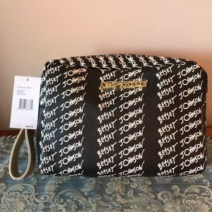 BETSEY JOHNSON WEEKEND COSMETIC BAG RETAIL 48 NWT
